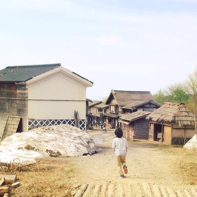 庄内オープンセットにて。勇者ヨシヒコのロケ地。ヨシピコ好きの子どもたち、ドラマで見たことある風景いっぱいで、楽しんでました。